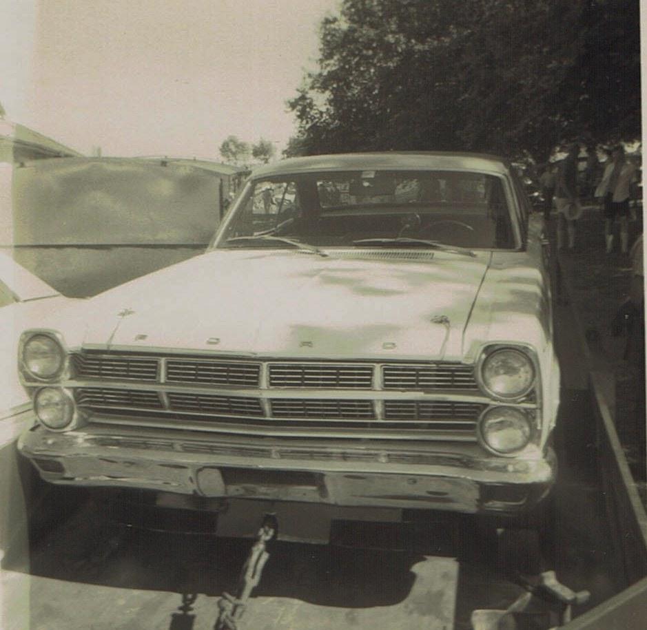 Name:  Pukekohe Jan 1968  GP #6 Ford Galaxie Robbie Francevic v2, CCI15102015_0003 (2).jpg Views: 1516 Size:  160.4 KB