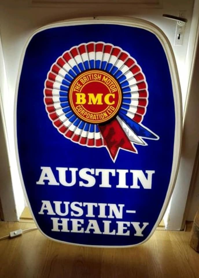 Name:  AH #4 Austin - Austin Healey showroom light Paul O'Neill Karsten Stelk .jpg Views: 166 Size:  60.3 KB