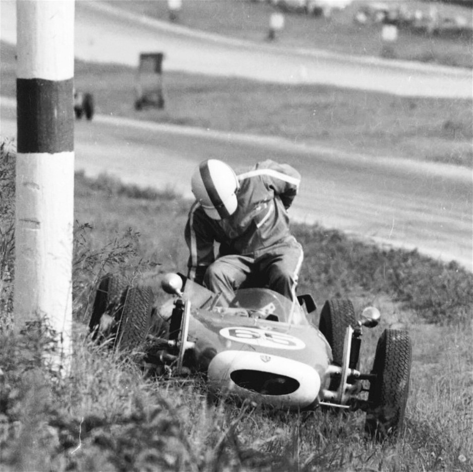 Name:  FVEE BAILOUT GVR JUNE 1967 # 65.jpg Views: 129 Size:  178.1 KB