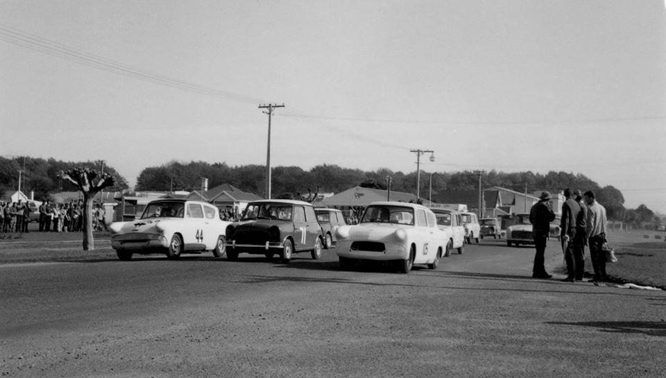 Name:  Motor Racing Matamata #31 1964 Saloons the start Ross Cammick Scott-Given archives .jpg Views: 187 Size:  62.9 KB