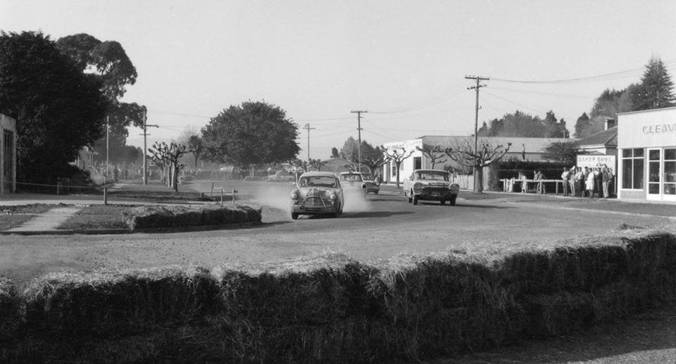Name:  Motor Racing Matamata #35 1964 Ford Zephyr De Soto Cleaver Motors corner Ross Cammick Scott-Give.jpg Views: 170 Size:  68.7 KB