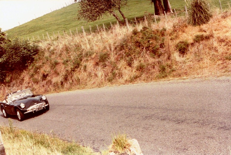 Name:  AHCCNZ Otaua Hill Climb 1985 #16 Daimler SP 250 -black  #1 CCI30112015 (780x523).jpg